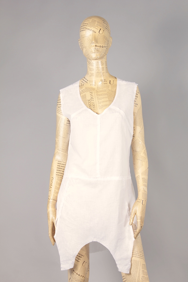 WHITE DRESS WITH DECORATIVE SKILLET