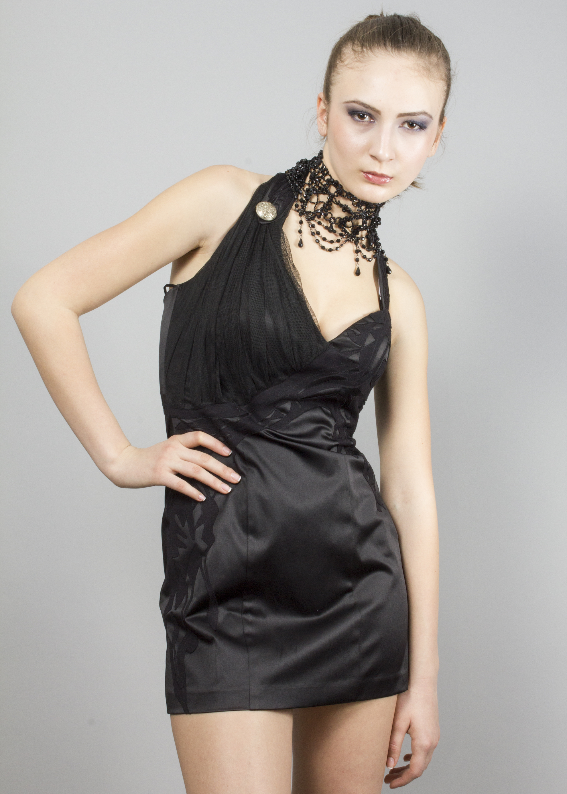 BLACK DRESS WITH APPLICATIONS