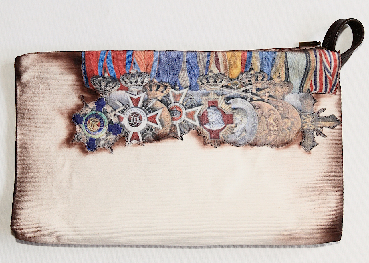 PURSE WITH ARMY MEDAL AIR BRUSH PAINTED